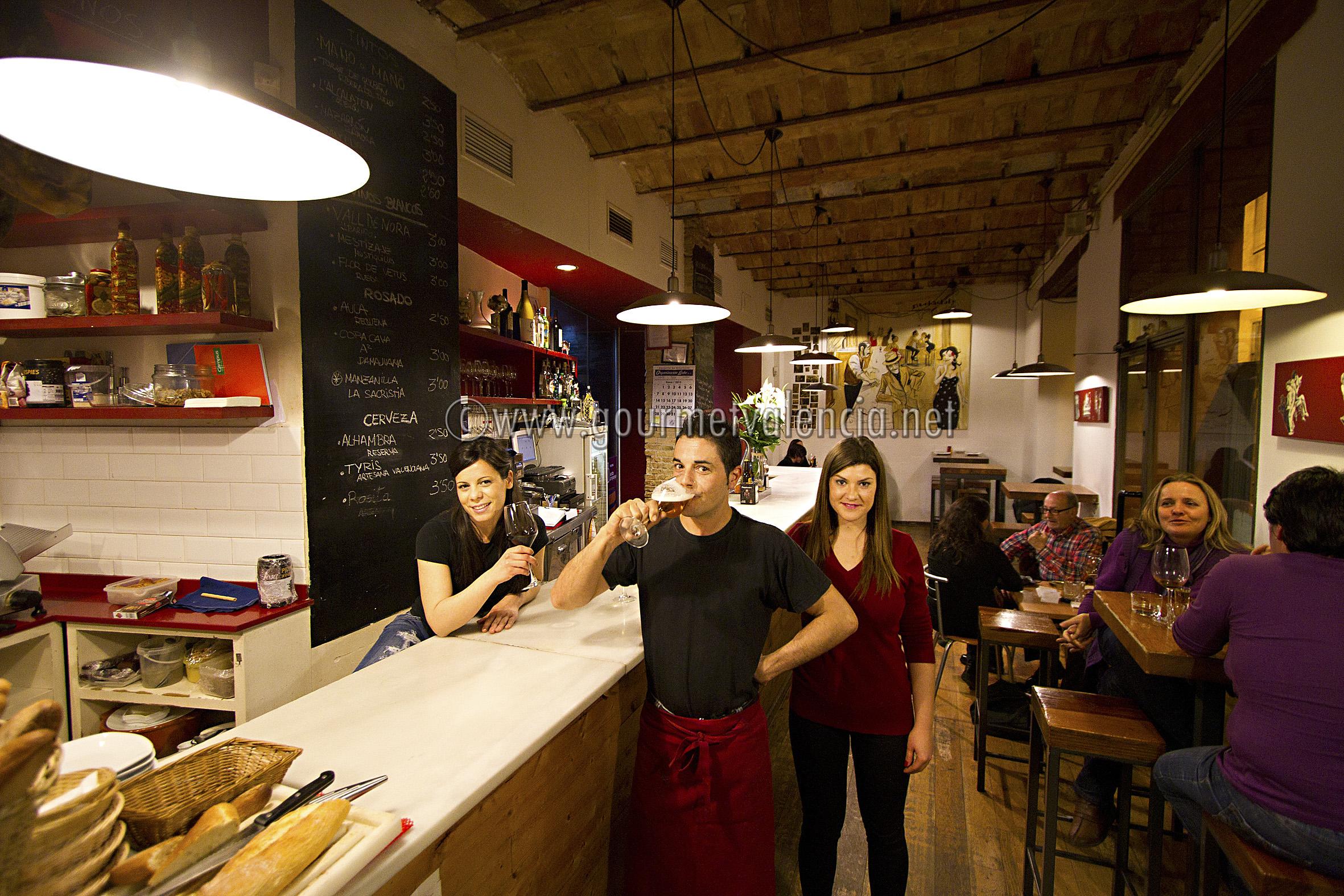 Vinoteca y barra en el centro de valencia gourmetvalencia - Vinoteca valencia ...