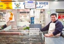Parada de anguilas vivas del Mercado Central de Valencia