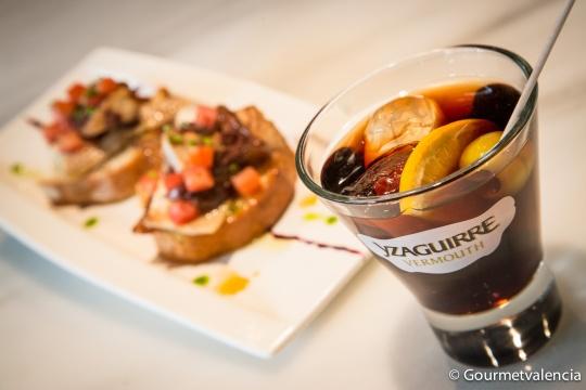 Tapa y vermouth de Los Madriles