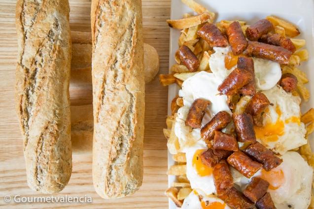 Bocadillo de patatas, huevo y chistorra